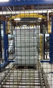 Und fertig verpackt auf Paletten werden die Getränke zu den Kunden transportiert. Allein in einer der Anlagen werden täglich 35.000 Flaschen abgefüllt.